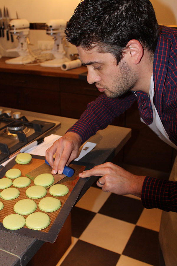 Macaroon Class- How To- Paris-allaboutthedetails-2