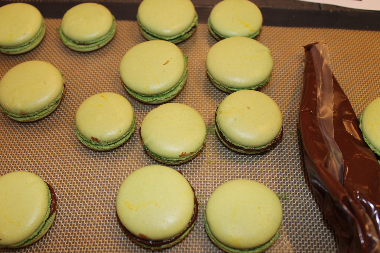 Macaroon Class- How To- Paris-allaboutthedetails-6